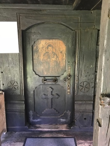 Door representing, perhaps, an unconventional image of Saint George, hence without the dragon