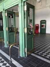 Doors and Floor, Ketten Brucken Gasse Station