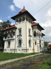 House in pure Neo-Romanian Style, Câmpulung