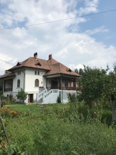 House spotted in Rucăr; the pillars and fence of the porch display vernacular designs but made in a modernist fashion