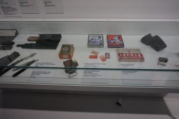 Shaving blades and a sharpening machine for razor blades (first half of the 20thc entury)