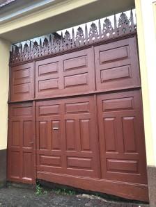 Gate on Florilor Str., Rasnov