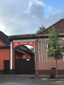 Gate on Florilor Street, Rosenau, Brasov county