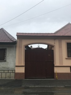 Gate on I.L.Caragiale Str., Rasnov, on the way to St. Nicholas Orthodox Church
