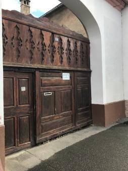 Gate with folk motifs on Florilor Street, Rasnov
