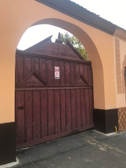 Gate with neo classic features on Rasnov centre