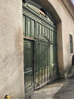 Old gate in Rasnov on Florilor Street