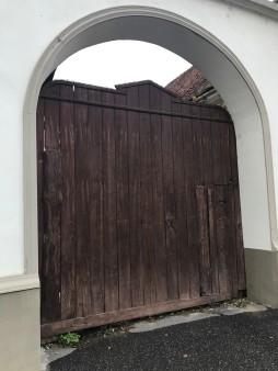 Simple, old gate in Rasnov centre