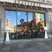 Restaurant_in_the_Town_Square,_Brasov