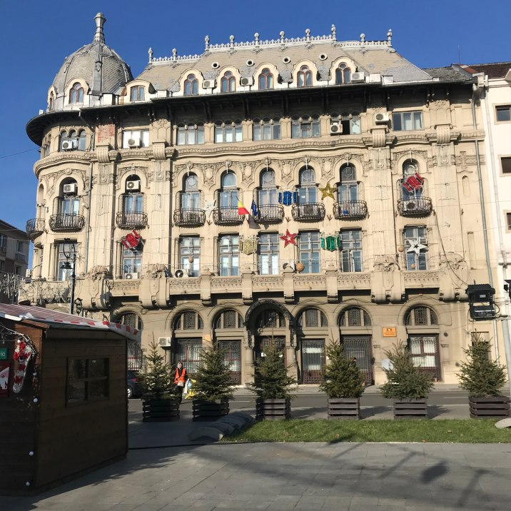 The_Former_Palace_Hotel,_currently_administrative_office_of_Craiova's_Town_Hall,_an_interesting_mix_of_French_academism_and_French,_Romanian_and_Austrian_Art_Nouveau_